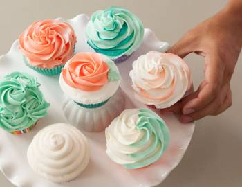 The Wilton Method of Cake Decorating: Cupcakes with Buttercream Swirls