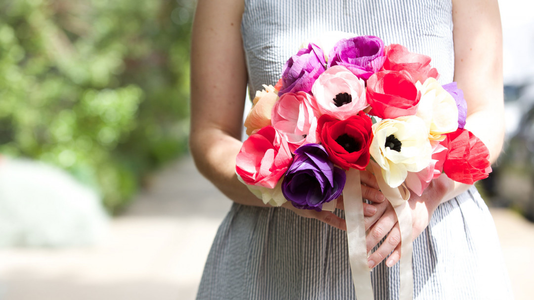 Paper Flowers Make An Anemone Bouquet By Livia Cetti Of The Green