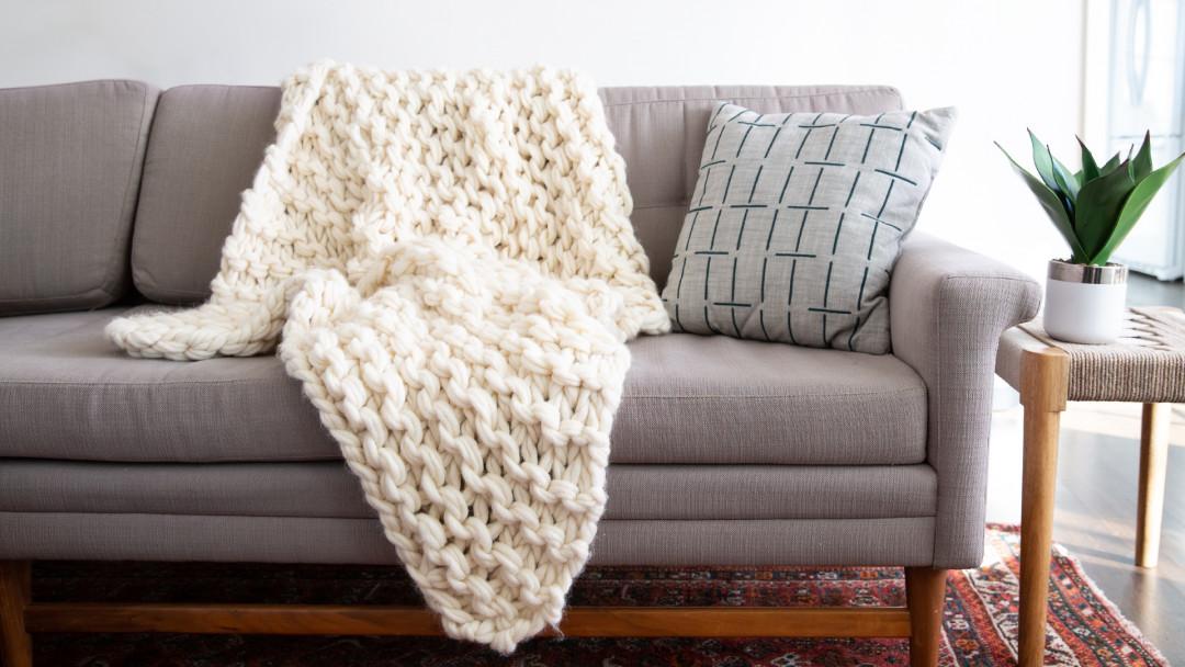 Arm Knitting: Make a Throw Blanket by Anne Weil