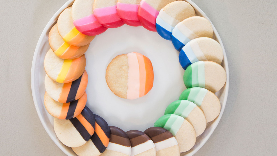The Wilton Method: Colorful Dipped Cookies and Pretzels by Wilton Instructors