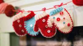 Holiday Mitten Garland