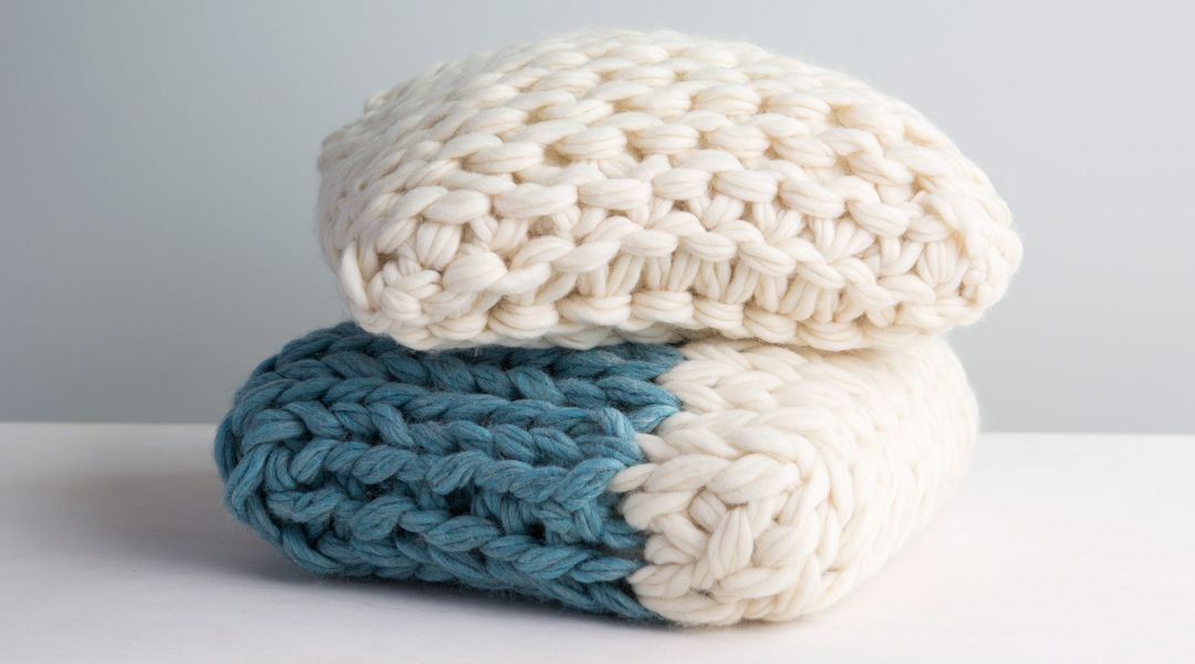 Arm Knitting: Make a Throw Pillow