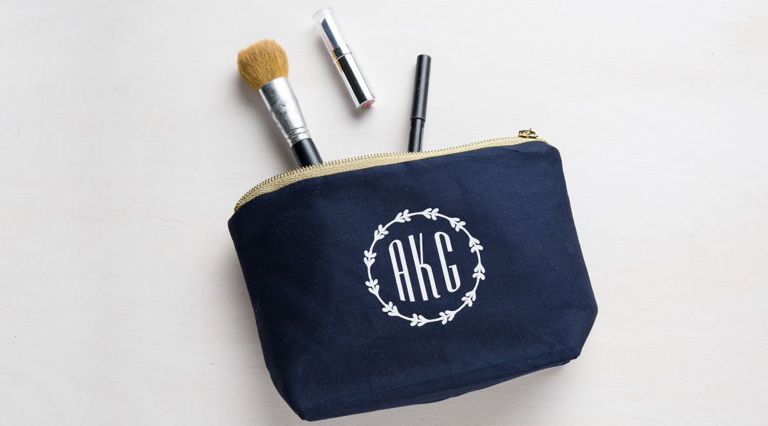 e3e9d9680ac4 Cricut Crafts  Easy Monogrammed Cosmetic Bag by Amber of Damask Love ...
