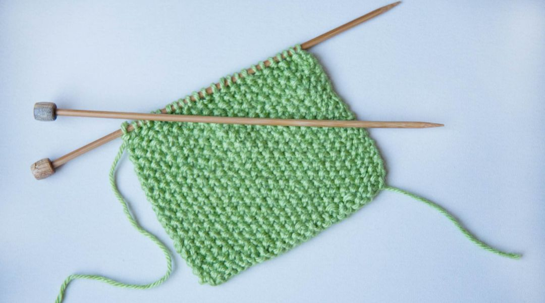 Knitting Tips By Judy Seed Stitch : How to Knit Seed Stitch by Debbie Stoller - Creativebug