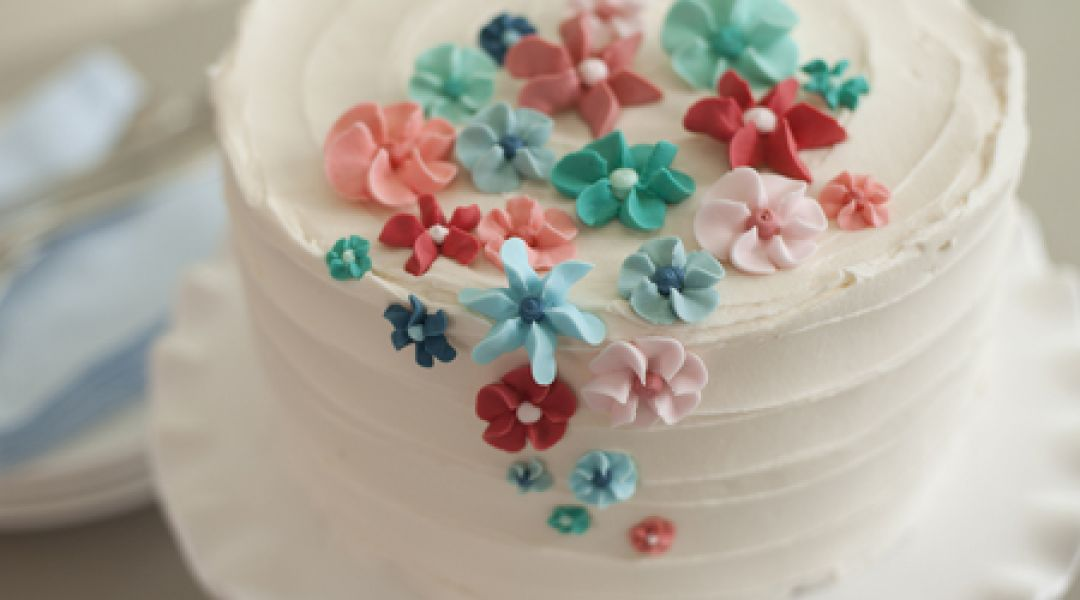 Decorating A Cake With Edible Flowers : The Wilton Method of Cake Decorating: Easy Royal Icing ...