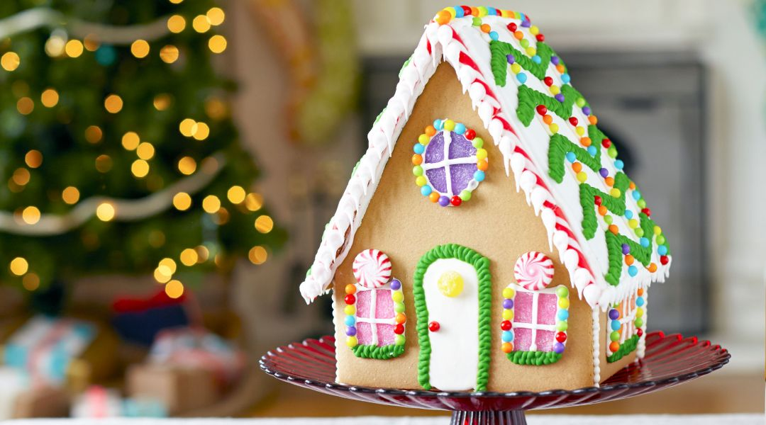 The Wilton Method Gingerbread House And Cookies