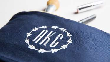 Cricut Crafts: Easy Monogrammed Cosmetic Bag by Amber of Damask Love
