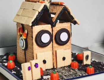 Haunted Gingerbread House: 10/25/16