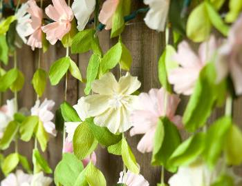 Paper Wedding Crafts: Make a Flower Garland Backdrop