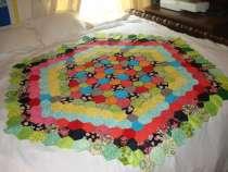Working on my summer hexagon quilt <3